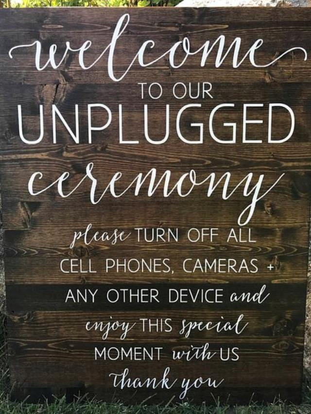Where to find SIGN WOODEN UNPLUGGED W EASEL in Helena